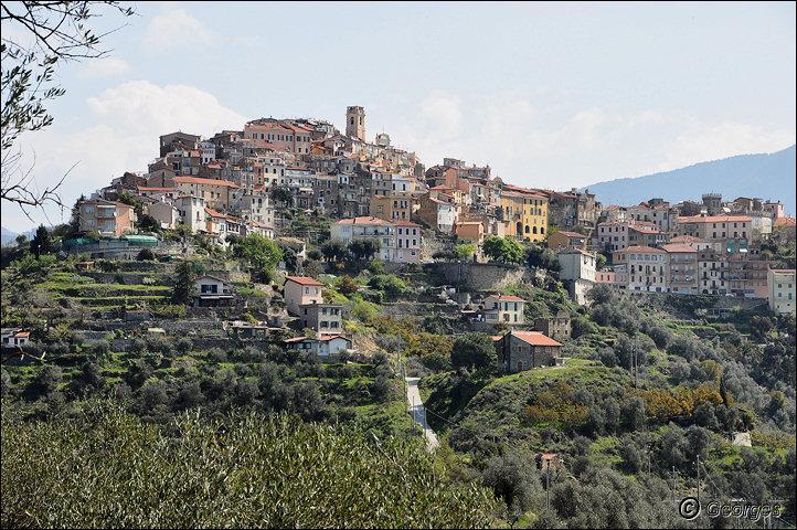 Perinaldo, bourg médiéval situé dans la Province d'Imperia (Ligurie) Italie Perinaldo25avril10_01