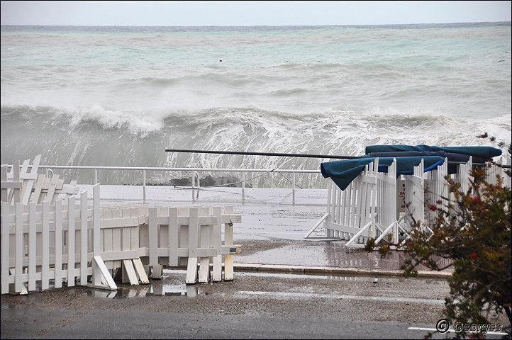 La côte d'azur sous la tempête Tempete_nice_prom04mai10_05