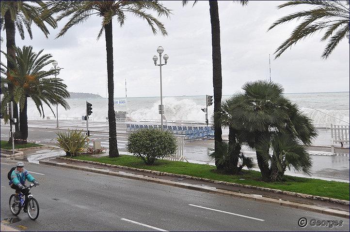 La côte d'azur sous la tempête Tempete_nice_prom04mai10_06