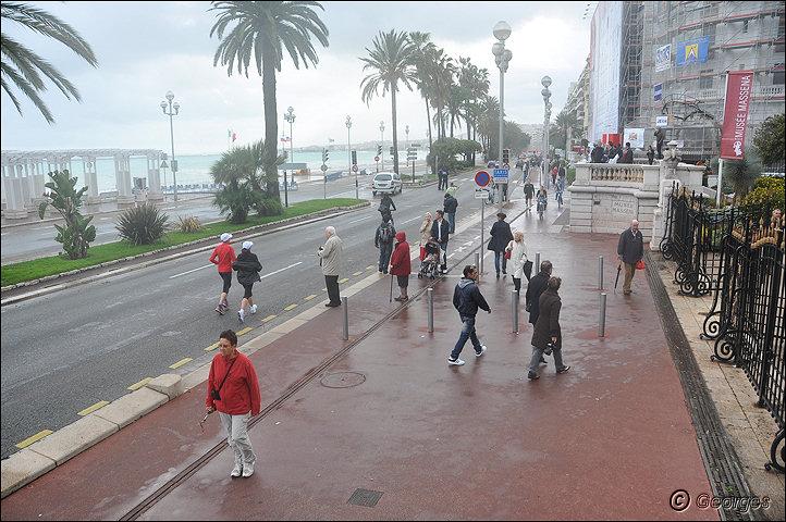 La côte d'azur sous la tempête Tempete_nice_prom04mai10_07