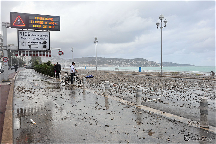 La côte d'azur sous la tempête Tempete_nice_prom04mai10_09