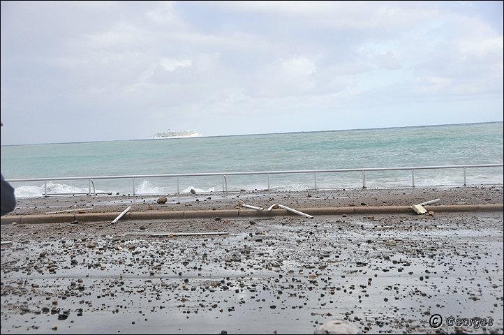 La côte d'azur sous la tempête Tempete_nice_prom04mai10_10