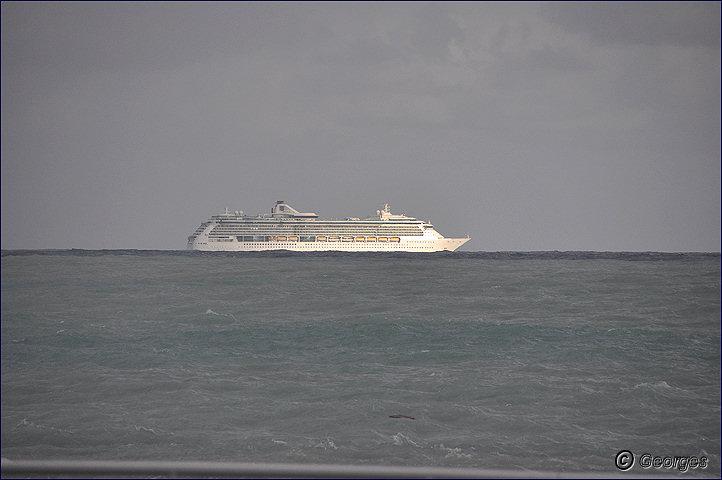 La côte d'azur sous la tempête Tempete_nice_prom04mai10_11