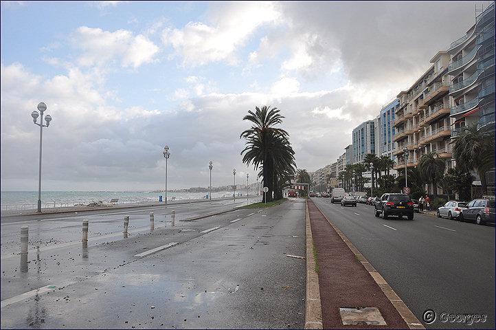 La côte d'azur sous la tempête Tempete_nice_prom04mai10_12